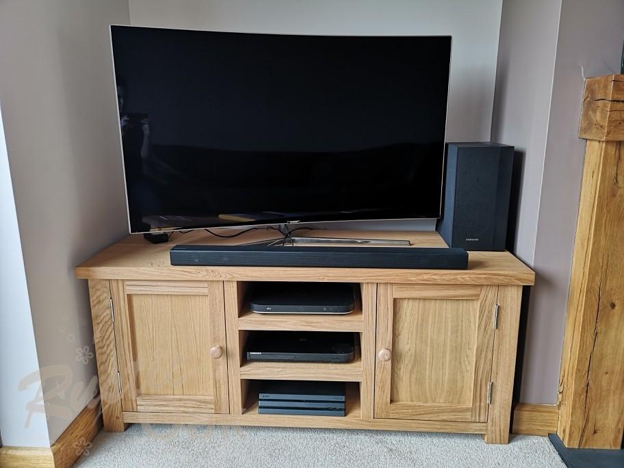 TS9 – 2 Door Television Unit (1)